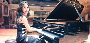 Crea.Tips-Music-AyseGokcinDeniz-Pianist-Rock-Classic-Mix-Nirvana-PinkFloyd-Covers-Featured-1078x516